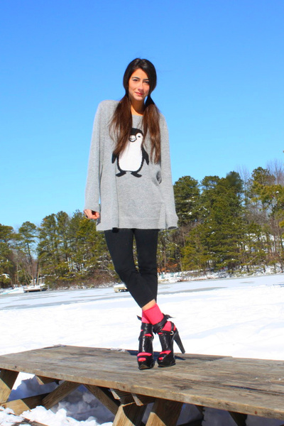 gray Le Blossom sweater - black danskin leggings - pink J Crew socks - black Bar