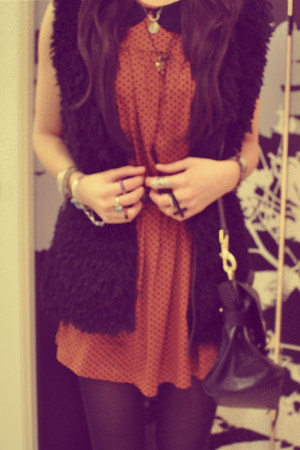 tawny dress - black tights - black alexa Mulberry bag - black cardigan - accesso