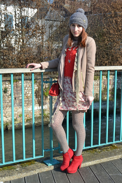 red DDP bag - red Desmazières boots - brick red Ange dress