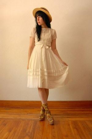 white vintage dress - vintage hat - Strathcona socks - Nine West wedges