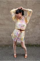 pink vintage blouse - Levis cutoffs shorts - vintage shoes - vintage belt