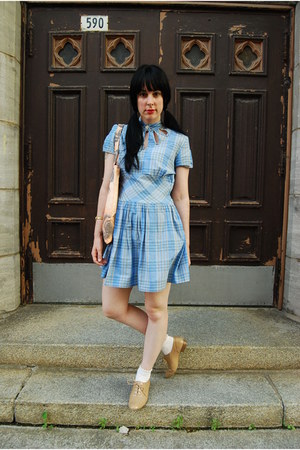 nude Forever 21 shoes - light blue vintage dress - peach YarnOverMovement bag -