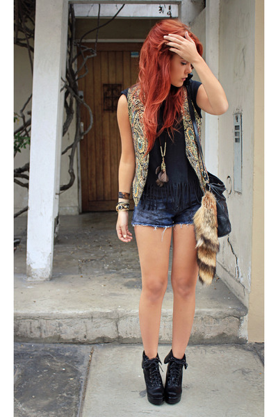 Forever 21 necklace - wwwwholesale-dressnet boots - vintage shorts