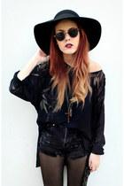 black black pyramid blouse - navy OMENEYE shorts