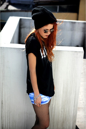 sky blue blackmilkclothing skirt - black Secondhand t-shirt