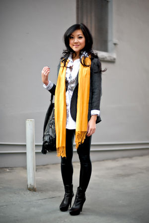 gray SilenceNoise blazer - black Zara boots - black Urban Behaviour leggings