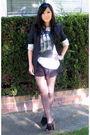 Black-talula-blazer-white-sans-vanit-t-shirt-black-pavonine-shorts-black-z