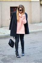 neutral turtleneck Zara sweater - black zipper Zara boots