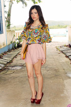 gold blouse - yellow bag - peach shorts - ruby red pumps