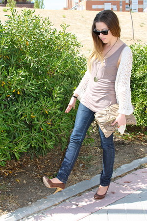 light brown BLANCO heels - navy Stradivarius jeans - beige H&M shirt