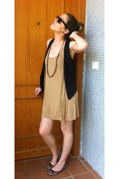 Stradivarius dress - Ray Ban sunglasses - Zara vest - carrefour necklace - Prima