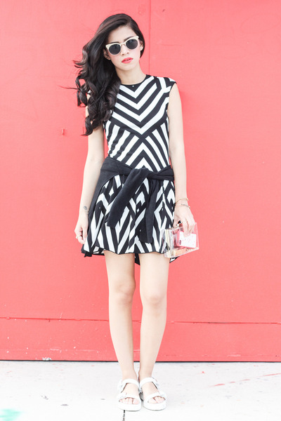 ebd783ccfab78 RVN dress - clear clutch Forever 21 bag - Spitfire sunglasses - Zara sandals