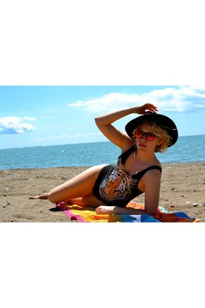 wide brimmed H&M hat - one piece H&M swimwear