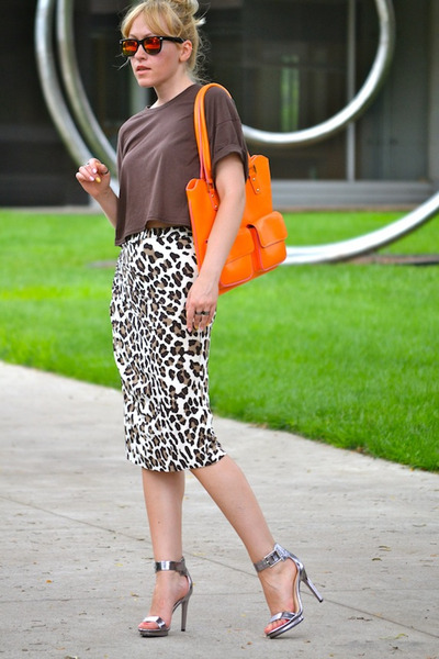 orange leather unknown bag - brown leopard print Bluemarine skirt