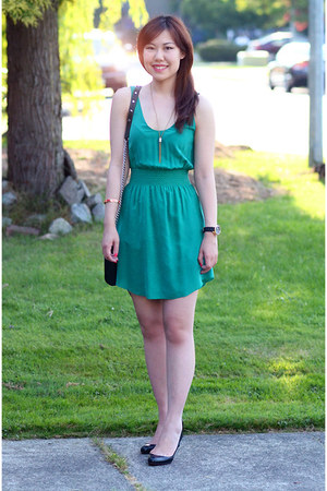 gold Club Monaco necklace - green wilfred dress