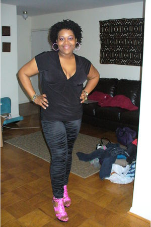 black The Limited shirt - black torrid leggings - pink torrid shoes