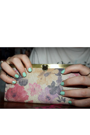 aquamarine Claires accessories - beige Urban Outfitters wallet