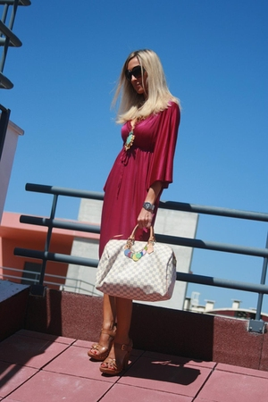 Mango dress - FIL necklace - Louis Vuitton wallet - Arezzo shoes