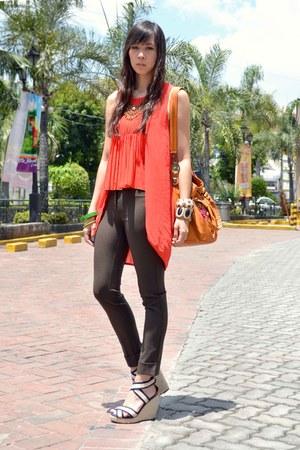 high low Muffin blouse - high waist Sisley pants - wedge SoFab heels