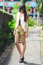 cream lace Olivia and Fifth vest - yellow floral Forever 21 shorts
