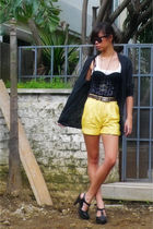 Forever 21 intimate - giordano shorts - Forever 21 shoes - vintage belt