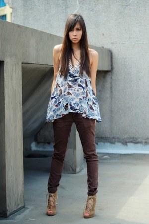 light blue printed Topshop top - crimson skinny jeans Anne Taylor pants - camel