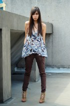 light blue printed Topshop top - crimson skinny jeans Anne Taylor pants - camel