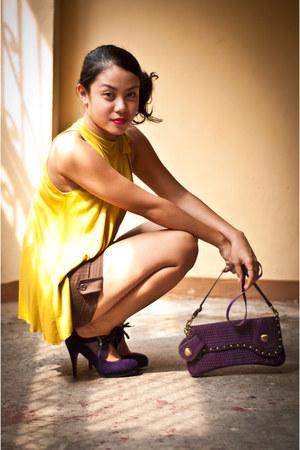 deep purple heels - purple bag - dark brown unbranded shorts