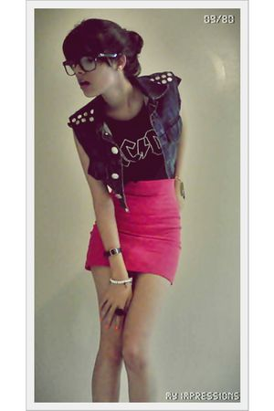blue jacket - black t-shirt - pink skirt