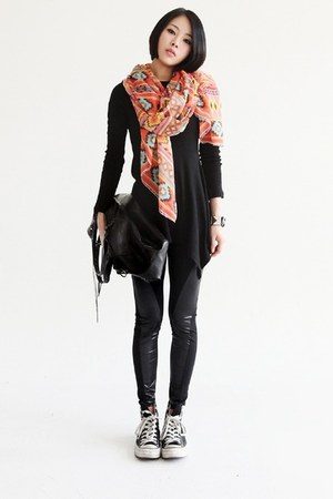 leather patch leggings - ethnic print scarf