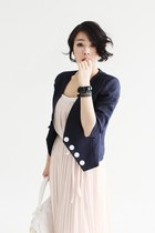 Light-pink-long-pleated-dress-navy-linen-jacket