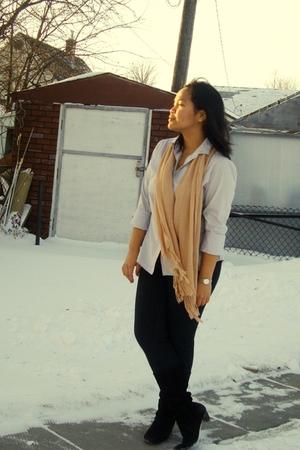 gray joe fresh style top - black garage leggings - beige scarf - brown le chatea