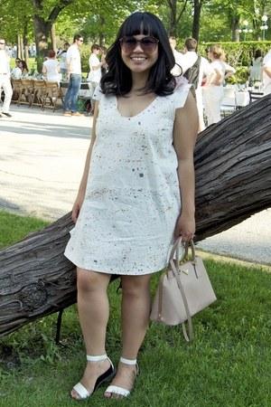 white divisoria sandals - off white Tony Chestnut dress - light pink Prada bag