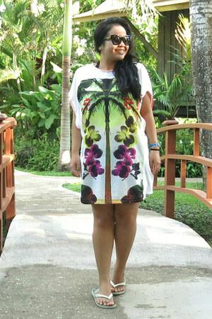 white tunic Zara dress - black Forever 21 sunglasses