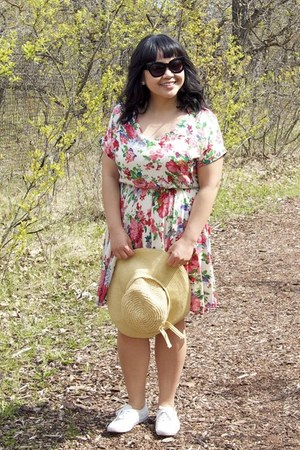 salmon Out of the Blue dress - eggshell Walmart hat