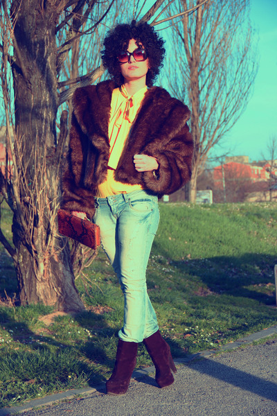 dark brown faux fur vintage coat - light blue Zara jeans
