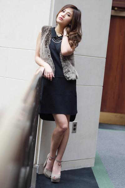 fur vest madewell vest - collar madewell dress - mary janes shoemint heels