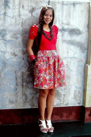 red cinderella top - orange moms shorts - white shoes - red accessories - black
