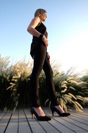 black 7 for all mankind jeans - black Michael Kors bag - black Clarks heels
