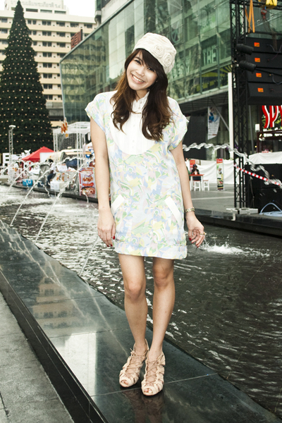 blue sretsis dress - beige Kloset hat - beige Topshop shoes