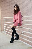 pink vintage blazer - black BCBG boots