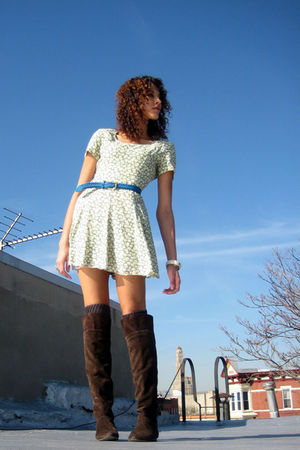 green vintage dress - blue vintage belt - gray American Apparel socks - brown De