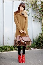 bronze BDG sweater - red Bella boots