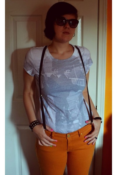 gold Unionbay jeans - Old Navy sunglasses - white Beatles t-shirt
