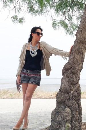 beige La Boheme blazer - beige Gloria Ortiz shoes - black h&m divided shorts