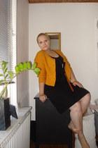 black GINA TRICOT dress - gold H&M cardigan