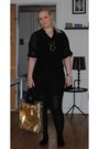 Black-gina-tricot-dress-dark-gray-only-top-gold-pieces-necklace