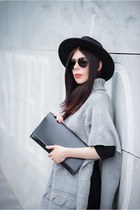 black wool H&M hat - heather gray wool Pretty girl sweater - black no name bag