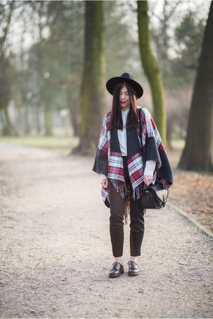 brick red checkered Vero Moda cape - black fedora H&M hat