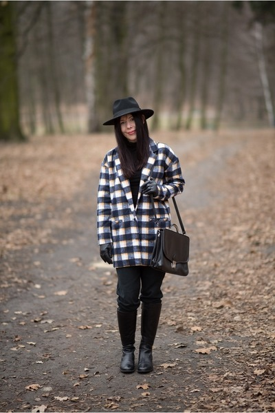 Black-leather-ccc-boots-mustard-checkered-sinsay-coat-black-fedora-h-m-hat